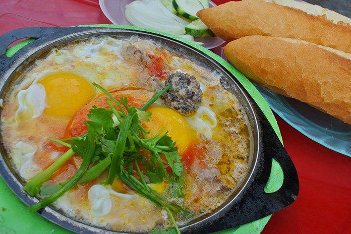 Bánh mì ốp la hấp dẫn cho bữa sáng tại Đà Nẵng